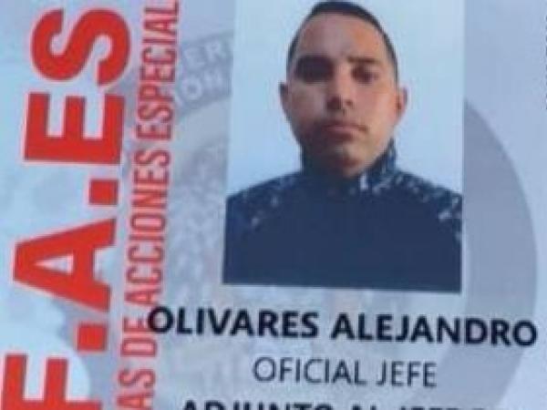 Carnet del Faes que delató la verdadera identidad del espía de la dictadura en Colombia (Foto: El Tiempo)