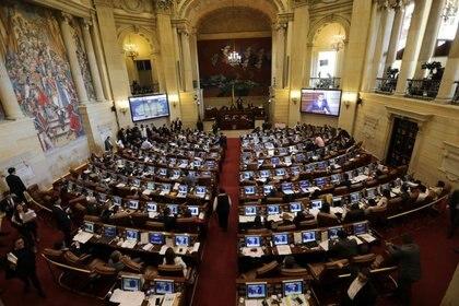 FOTO DE ARCHIVO. Legisladores colombianos debaten un proyecto de ley en el edificio del Congreso en Bogotá, Colombia. 18 de diciembre de 2018. REUTERS/Luisa González