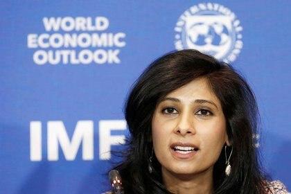 Geeta Gopinath, economista jefe del Fondo Monetario Internacional (FMI), habló en una conferencia de prensa sobre Argentina y otros países, presentando WEO 2021