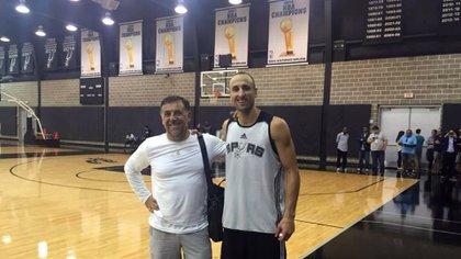 Huevo Sánchez junto a Manu Ginóbili en San Antonio