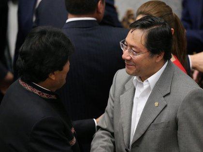Evo Morales y Luis Arce tras el regreso de éste último como Ministro de Economía en enero de 2019. (REUTERS/David Mercado)