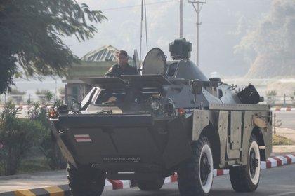 Puntos de control militar en Myanmar (Reuters)