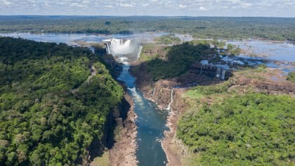 Vista aérea de las cataratas, el principal atractivo de Iguazú.