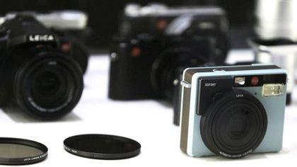 En la época de las cámaras analógicas, la fotografía era un pasatiempo caro, por lo que eran pocas las instantáneas que solían tomarse de un acontecimiento. Incluso cuando se transferían a un álbum, una vez reveladas, se sometían a cierta selección. (EFE/OLIVER BERG)