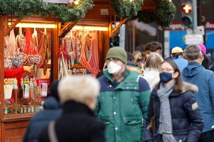 """Tedros también recomendó en estas fechas """"evitar los centros comerciales si en ellos hay mucha gente, intentar ir a horas menos concurridas, y hacer uso del comercio electrónico"""" (Reuters)"""
