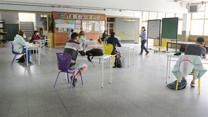 Los padres están preocupados por la salud emocional de sus hijos, la caída en su rendimiento y piden por la vuelta a las escuelas (Fernando Calzada)