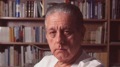 Una de las últimas fotos de Favaloro en su consultorio en el año 2000 (Fundación Favaloro)