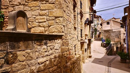 La mujer vía sola en una finca de la localidad de La Fresneda (Shutterstock)