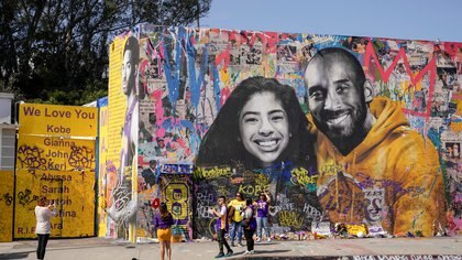 Fans gather around a mural of late NBA great Kobe Bryant and his daughter Gianna Bryant during a public memorial for them and seven others killed in a helicopter crash, at the Staples Center in Los Angeles, California, U.S., February 24, 2020. REUTERS/Kyle Grillot     TPX IMAGES OF THE DAY