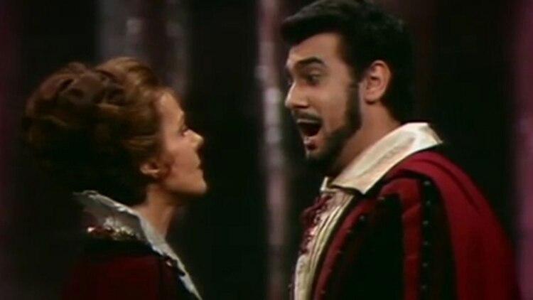Domingo en una fotografía de su juventud, durante una interpretación de la ópera
