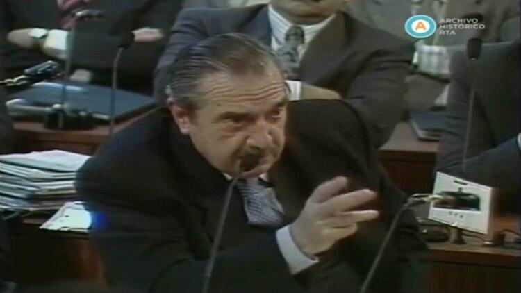 Raúl Alfonsín, durante una de sus intervenciones
