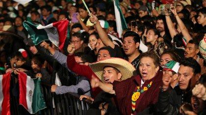 El año pasado miles de personas se congregaron en el zócalo para celebrar el aniversario de la Independencia de México. (Foto: Cuartoscuro)