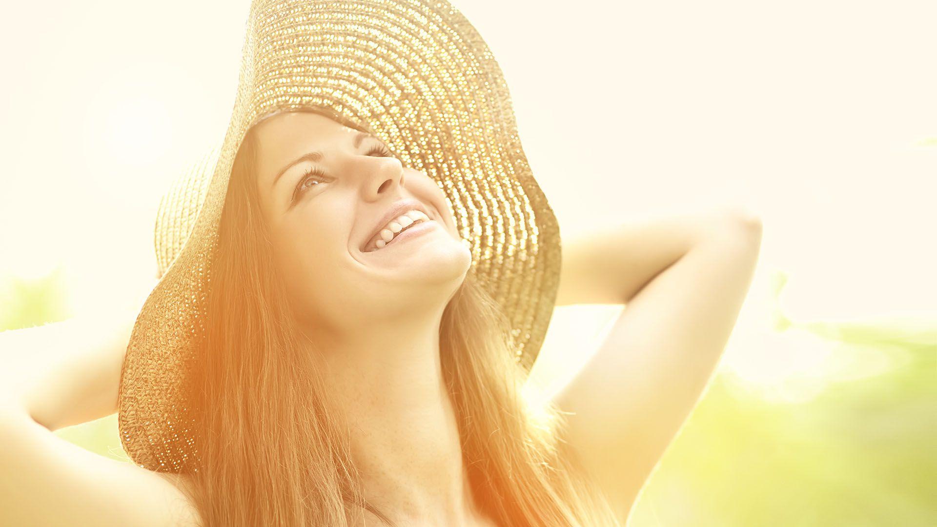 La exposición al sol se asocia comúnmente con un mejor ánimo (Shutterstock)