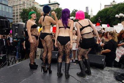 SlutWalk: una movilización callejera que comenzó en Canadá en 2011 y se convirtió en un movimiento internacional contra las violaciones y los ataques sexuales a las mujeres.