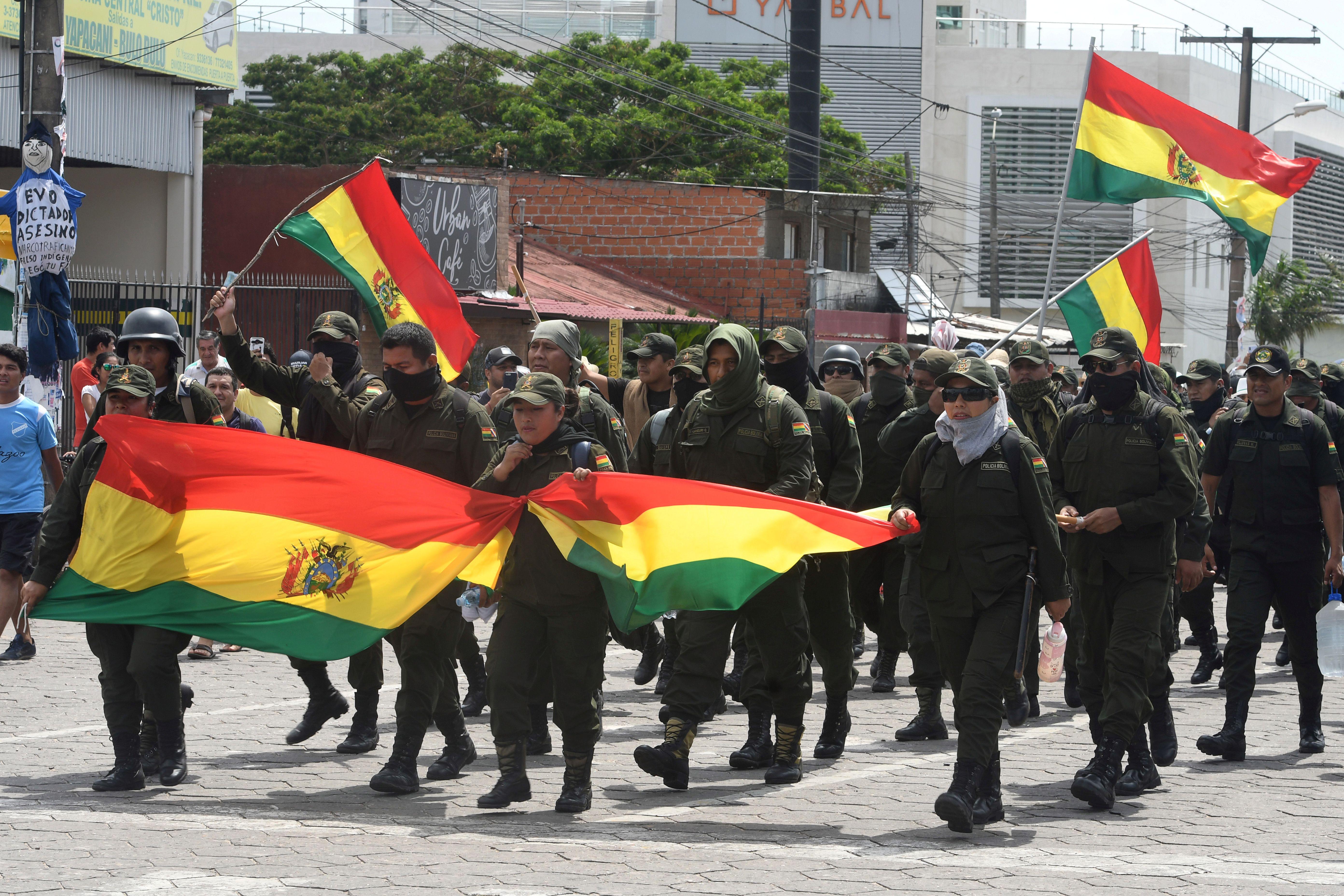 Policías amotinados en Santa Cruz marcharon contra Evo Morales REUTERS/Rodrigo Urzagasti