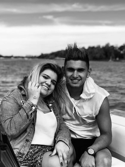 Morena y su novio Facundo Ambrosioni. (Foto Instagram)