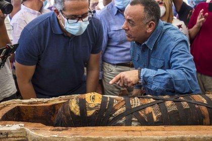 El ministro de Turismo y Antigüedades, Jaled al Anani, encabezó la ceremonia