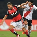 Brazil's Flamengo player Diego (L) vies for the ball with Argentina's River Plate Enzo Perez, during their group stage Copa Libertadores football match at Nilton Santos stadium in Rio de Janeiro, Brazil on February 28, 2018. / AFP PHOTO / Carl DE SOUZA