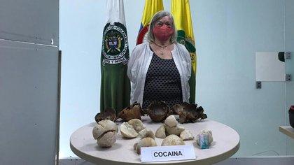 La ciudadana inglesa que llevaba 3 kilos y medio de cocaína camuflados en cocos. Foto: Policía