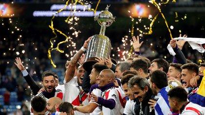River celebra la Copa Libertadores lograda ante Boca en el Santiago Bernabeu de Madrid (EFE/JuanJo Martín)