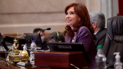 Cristina Kirchner, al frente de la sesión del Senado: avanzó con el proyecto sobre los fondos de la Capital.