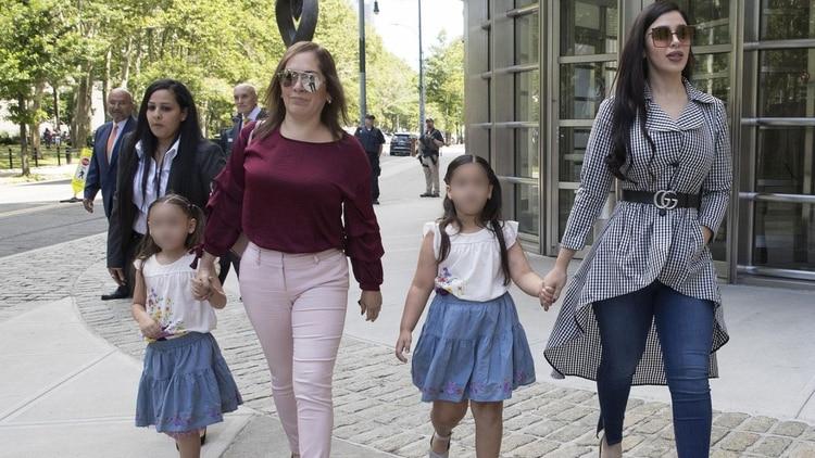 """Las únicas personas en el mundo que podrán visitar a """"El Chapo"""" Guzmán en  la temible ADX Florence: sus pequeñas gemelas - Infobae"""