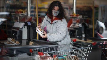 Cayó 26% el consumo en supermercados en marzo y advierten que seguirá en baja a lo largo del primer semestre del año