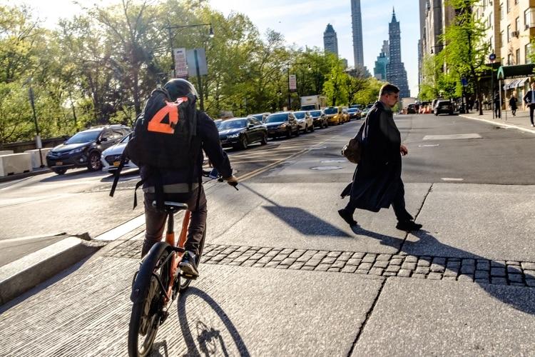 9541584f90 La vida frenética de un repartidor de comida en Nueva York - Infobae