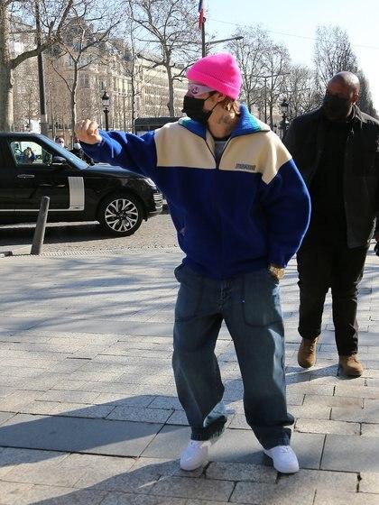 Justin Bieber cumplió 27 años y lo festejó en París, donde se encuentra tomando unos días de descanso. El cantante paseó e hizo unas compras por Champs Elysees