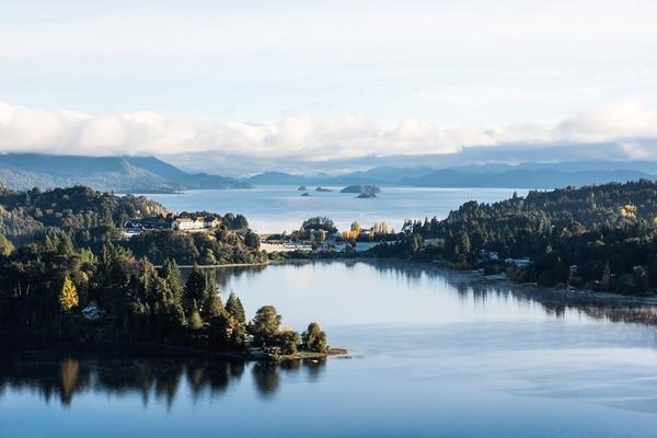 Sus reservas naturales, que incluyen lagos, bosques y montañas, y sus destacados centros de esquí son el principal atractivo barilochense (Getty Images)