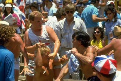 Ingleses y argentinos se enfrentaron después de la fase de cuartos de final en México 86, sin embargo los hooligans realizaron destrozos en Monterrey desde la fase de grupos (Foto: Twitter@VampiroInvernal)