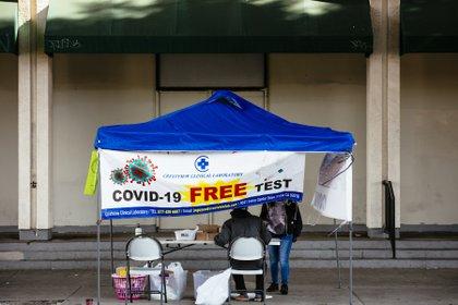 Puesto de detección de COVID-19 en Los Angeles (New York Times)