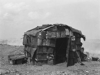 Harry Grant Olds: 369. Habitación particular en la quema de basura. Buenos Aires, S.A. (circa 1901)