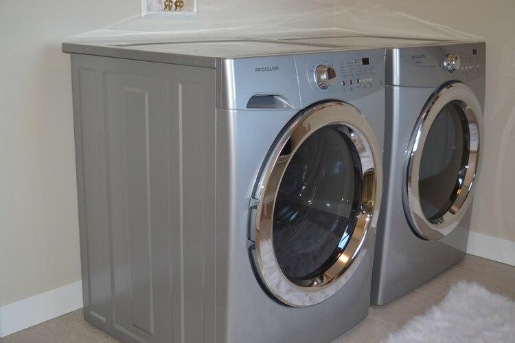 El niño se quedó sin oxígeno dentro de la lavadora (Foto: PxHere)