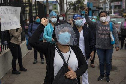 Protesta de personal médico en Lima, Perú (AP Photo/Rodrigo Abd)