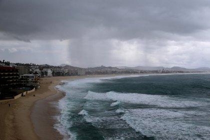 """El huracán """"Genevieve"""" continuará su recorrido situándose al occidente de las costas de Colima (Foto: EFE)"""