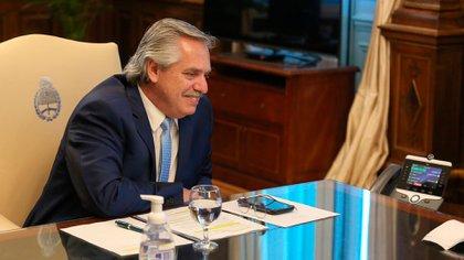 Alberto Fernández durante su conversación con Joseph Biden