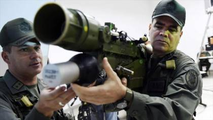 Padrino López con un arma misilística