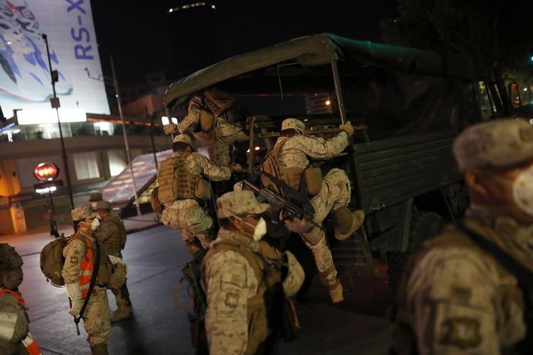 Chile comenzó este domingo un toque de queda de 22 a 5 (Reuters)