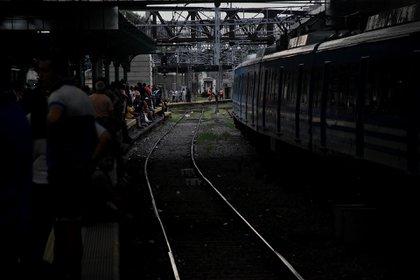 El servicio se encuentra funcionando en forma limitada. No salen ni llegan trenes a la estación Constitución