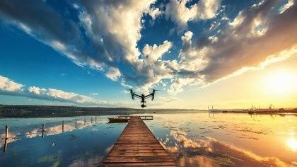 Los drones se convirtieron en un nuevo accesorio que acompaña a las familias en sus vacaciones (Getty)