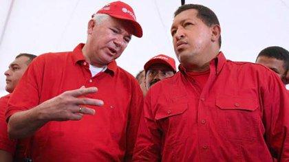 Rafael Ramírez, entonces ministro de Petróleo y Minería, junto a Hugo Chávez