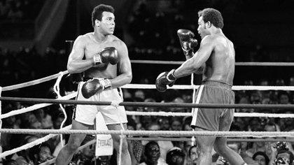 """""""Dije que ganaría y gané. Dije además cómo lo haría y lo hice. Pronostiqué que el animal caería solo, y así fue"""", fueron las palabras de Ali después de la pelea. (Foto: Télam)"""