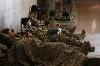 Miembros de la Guardia Nacional en el Capitolio, sede del Congreso de EE.UU. en Washington