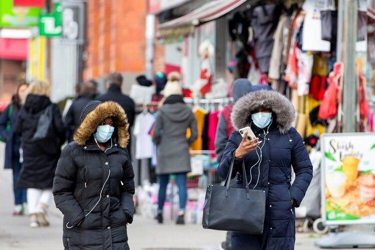 Peatones en el Barrio Chino de Ontario, Canada (January 28, 2020. REUTERS/Carlos Osorio)