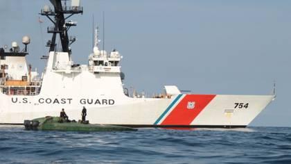 El buque Cutter James de la Guardia Costera incautó más de una tonelada de cocaína en el Océano Pacífico (US Coast Guard)