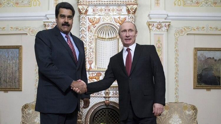 Nicolás Maduro con Vladimir Putin (EFE)