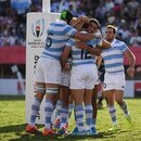 Argentina's centre Jeronimo de la Fuente (C) celebrates with teammates after scoring a try during the Japan 2019 Rugby World Cup Pool C match between Argentina and the United States at the Kumagaya Rugby Stadium in Kumagaya on October 9, 2019. (Photo by CHARLY TRIBALLEAU / AFP)