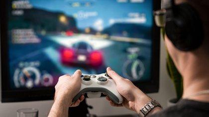 El trastorno por videojuegos se caracteriza por una adicción persistente o repetida a los juegos online u offline (Getty Images)