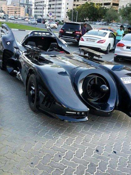Un Batimóvil real, uno de los autos que tiene el hijo de Mugabe